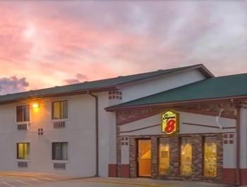 Super 8 Mountain Home AR - Hotel Front - Evening/Night  - #0