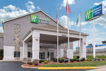 Holiday Inn Express Hotel & Suites Harrison in Harrison, Ohio