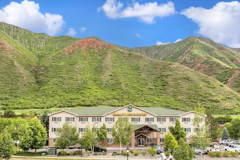 Quality Inn & Suites On the River in Glenwood Springs, Colorado