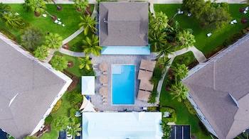 Sunshine Suites Resort in Seven Mile Beach