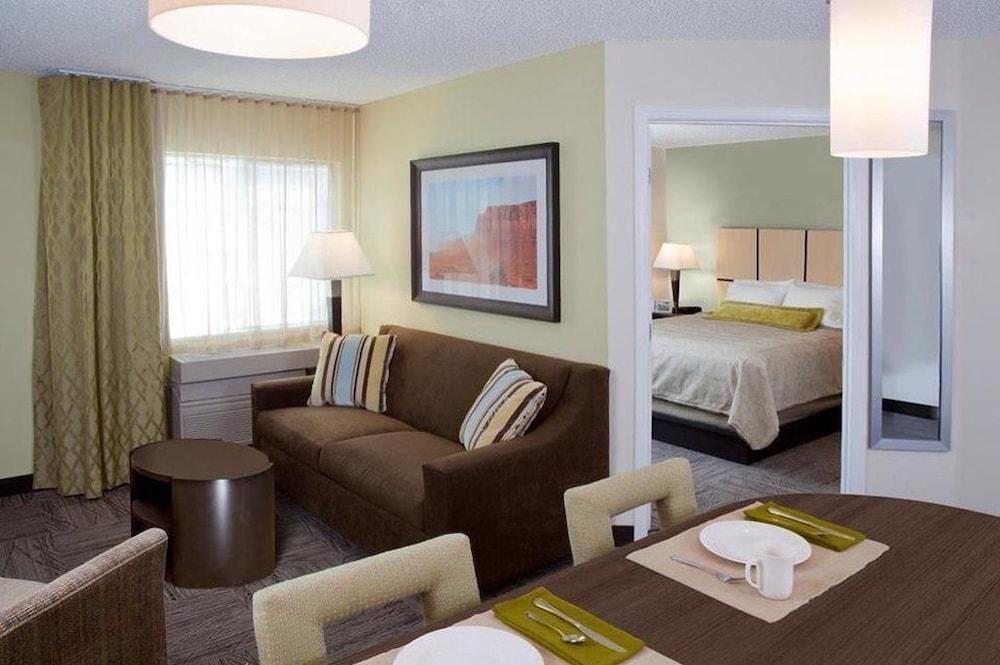 Candlewood Suites Las Vegas Las Vegas Nv 4034 Paradise Rd 89169