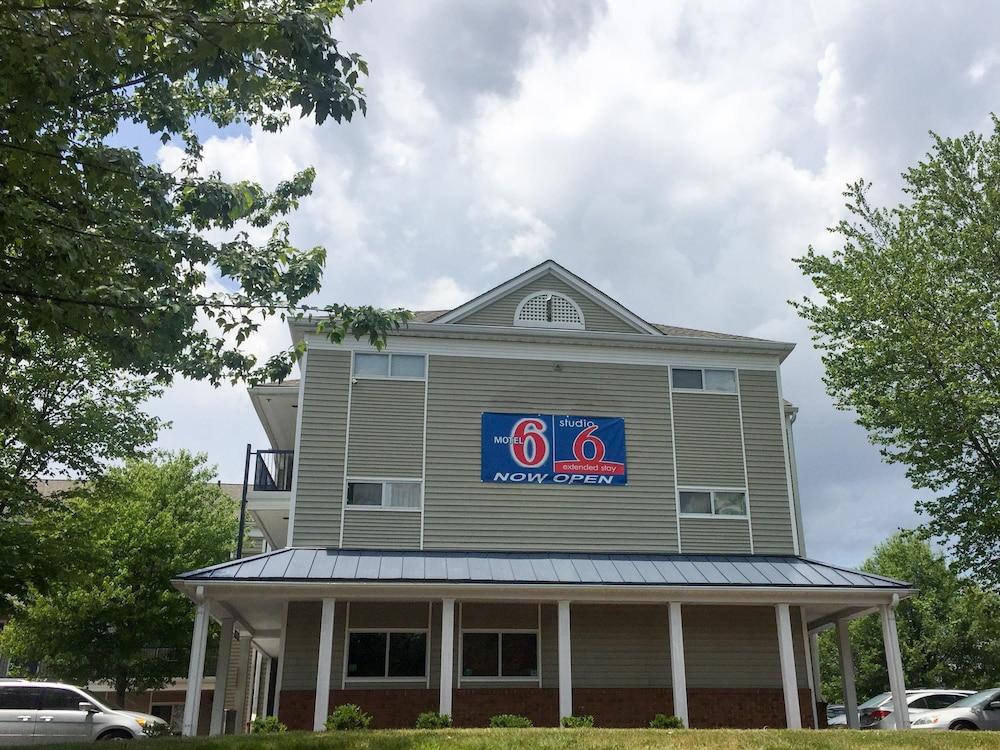 Motel 6 Greensboro NC - I-40
