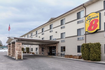 Super 8 by Wyndham Kalispell Glacier National Park in Whitefish, Montana