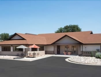 Super 8 by Wyndham Hot Springs in Hot Springs, South Dakota