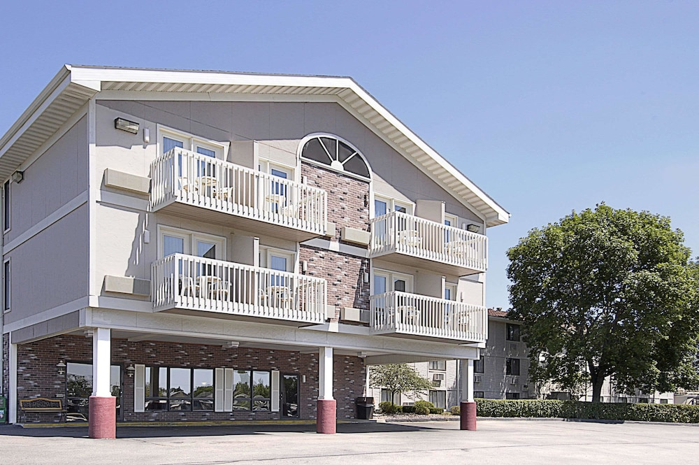 Super 8 by Wyndham Rochester/Fairgrounds Area