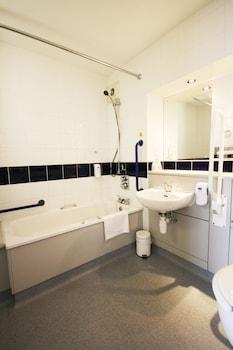 Days Inn Abington - Bathroom  - #0