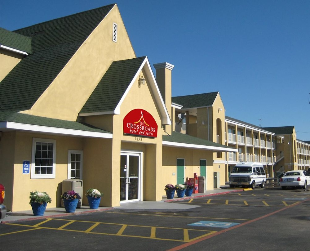 The Crossroads Hotel & Suites