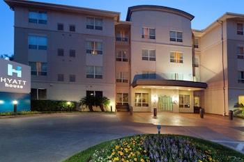 Pet Friendly Hotels near Reliant Stadium in Houston from $50/night
