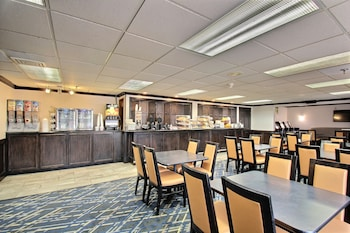 Baymont Inn & Suites Madison West - Breakfast Area  - #0