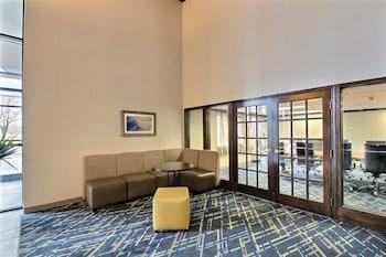 Baymont Inn & Suites Madison West - Lobby Sitting Area  - #0