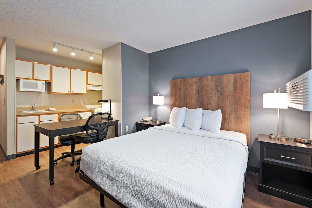 Extended Stay America - Charlotte - East McCullough Drive