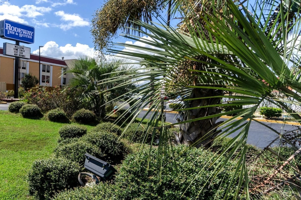 Rodeway Inn & Suites Jacksonville near Camp Lejeune