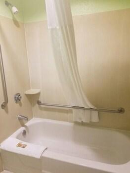Eagles Nest Inn - Bathroom  - #0