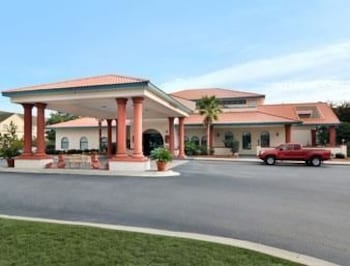 Days Inn & Suites - Savannah Gateway / I-95 & 204