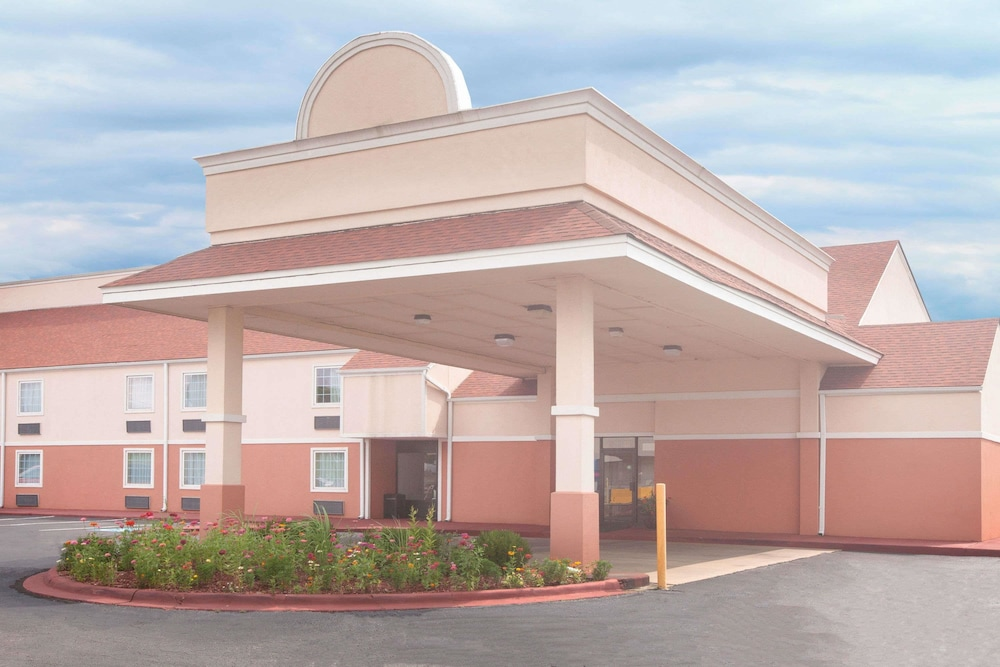 Days Inn by Wyndham Alma