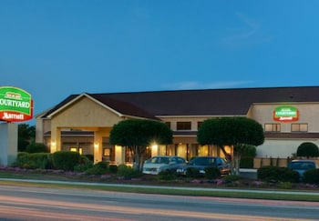 Courtyard by Marriott Wilmington / Wrightsville Beach - Hotel Front - Evening/Night  - #0