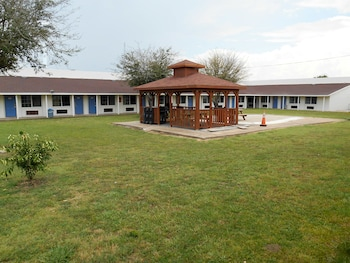 Motel 6 Madisonville - Featured Image  - #0