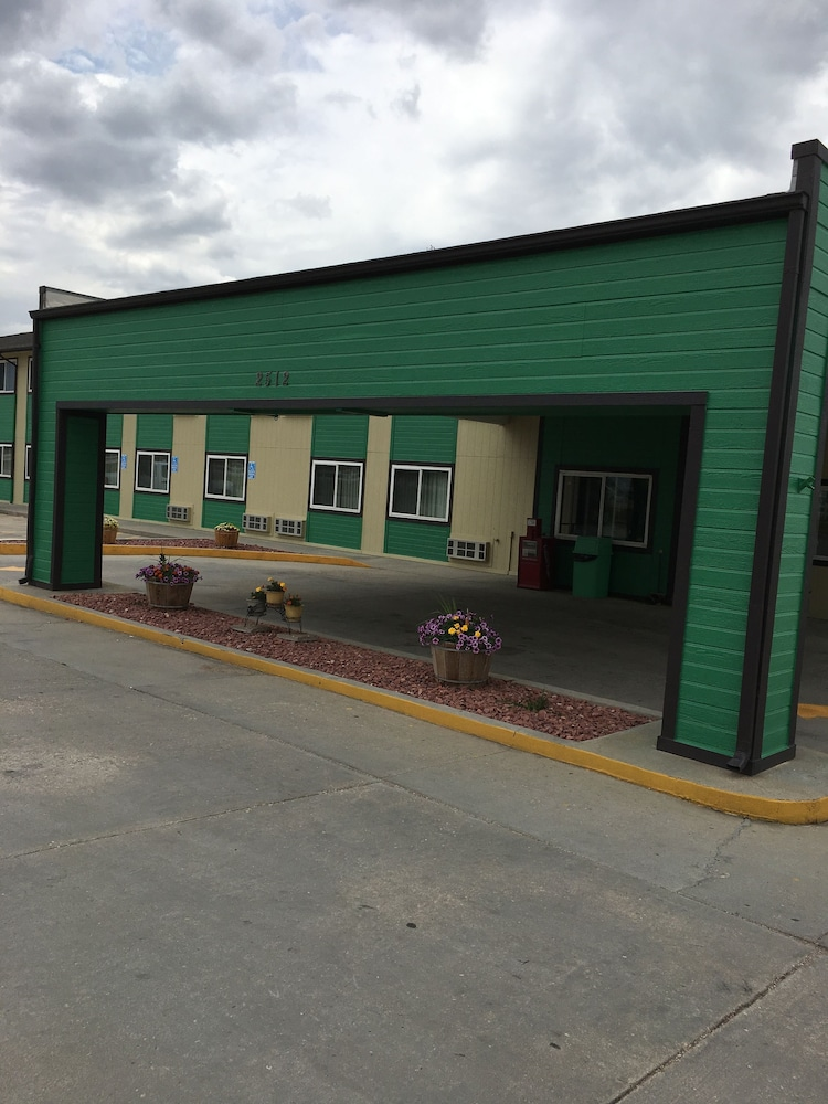 GuestHouse Inn & Suites Cheyenne