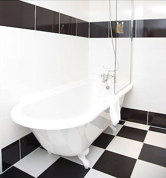 Woodland Manor Hotel - Bathroom  - #0