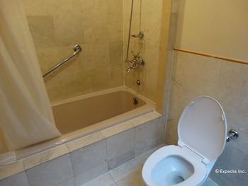 Century Park Hotel Manila Bathroom