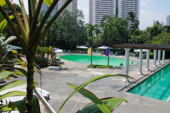 Century Park Hotel Manila Pool