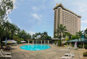 Century Park Hotel Manila Outdoor Pool