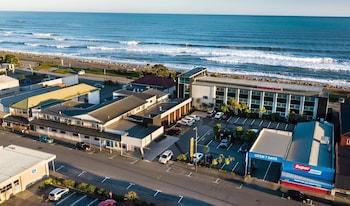 Beachfront Hotel (312842) photo
