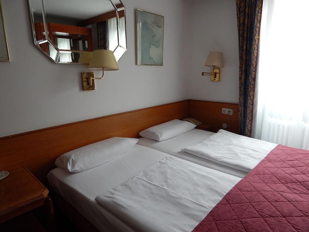 Montree Hotel