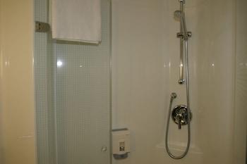 ibis Sheffield City - Bathroom  - #0