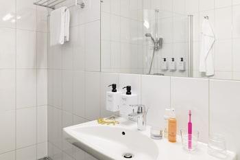 Scandic Örebro Väst - Bathroom  - #0
