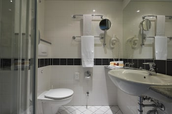 IntercityHotel Berlin Ostbahnhof - Bathroom  - #0
