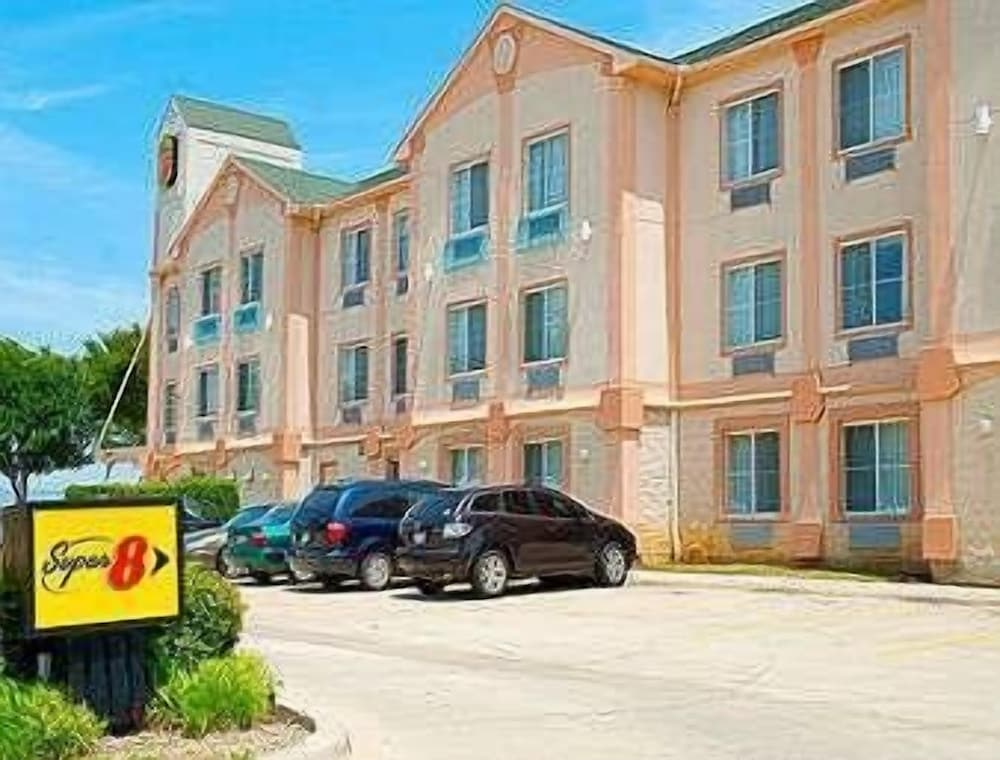 Super 8 by Wyndham Irving/DFW Apt/North