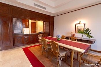Waterfront Airport Hotel Cebu In-Room Dining