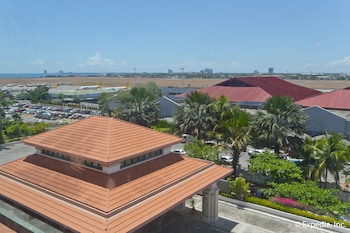Waterfront Airport Hotel Cebu City View