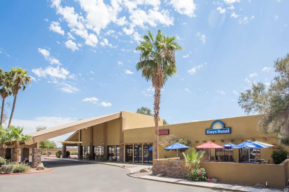 Days Hotel by Wyndham Peoria Glendale Area