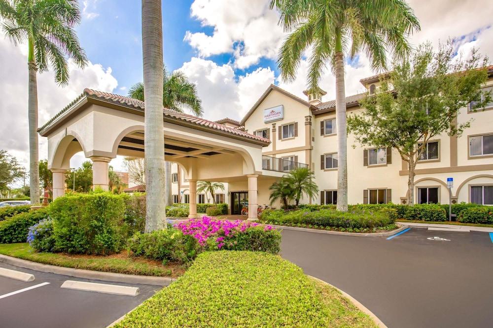 Hawthorn Suites by Wyndham Naples Pine Ridge