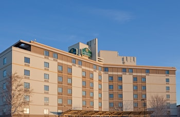 La Quinta Inn & Suites Boston-Somerville