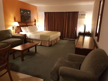 Family Kitchenette Suite,1Queen Bed in Separate room, King bed with 2 sofabeds in living area