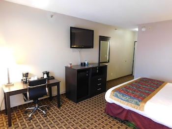 Baymont Inn & Suites Iowa City/Coralville - Guestroom  - #0