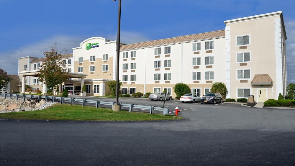 Holiday Inn Express Boston - Milford