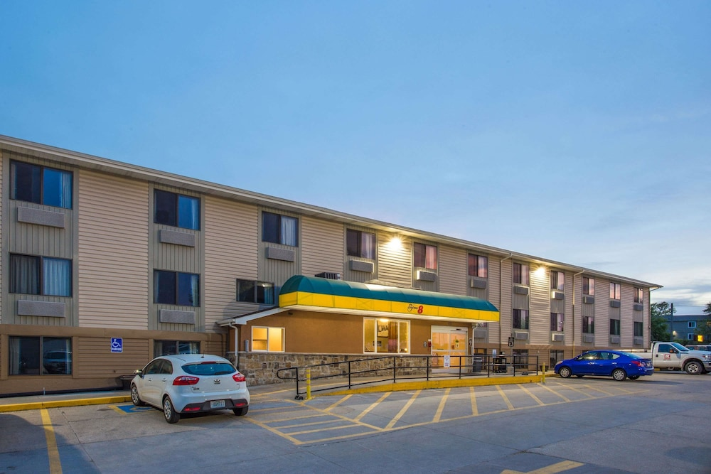 Super 8 by Wyndham Iowa City/Coralville