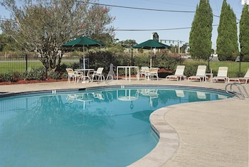 La Quinta Inn & Suites Baton Rouge Siegen Lane - Pool  - #0