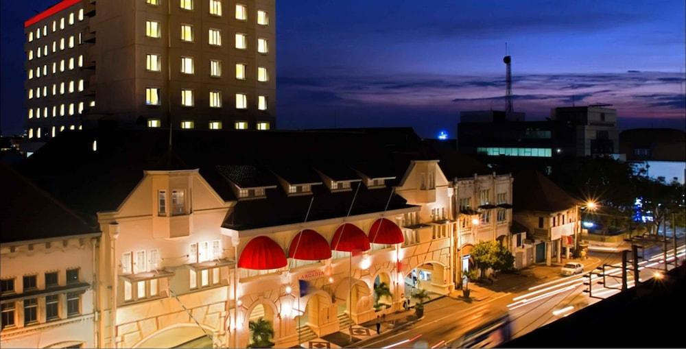 Arcadia Surabaya by Horison