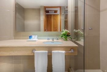 Four Points by Sheraton Medellin - Bathroom  - #0