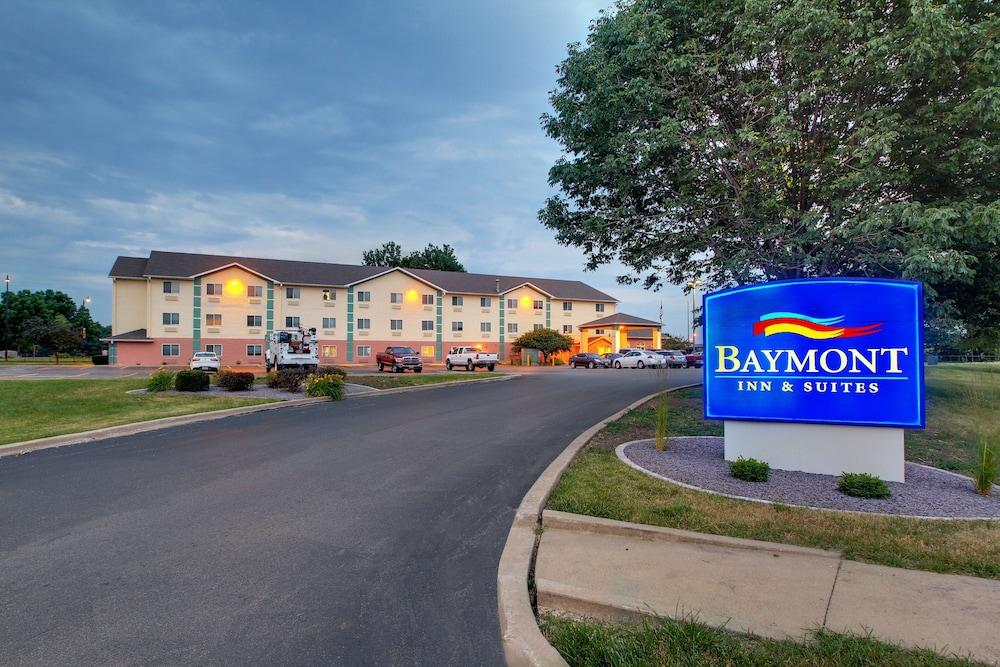 Baymont by Wyndham Galesburg