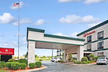 Ramada by Wyndham Pearl/Jackson Airport in Pearl, Mississippi