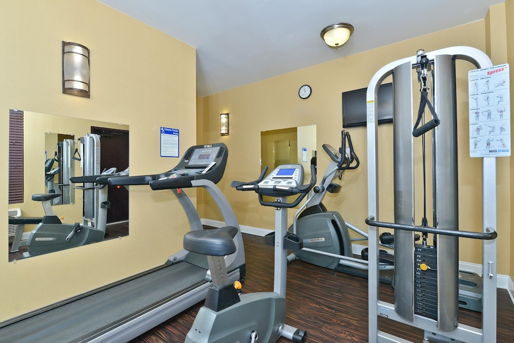 Health and Fitness : Fitness Facility 70 of 131