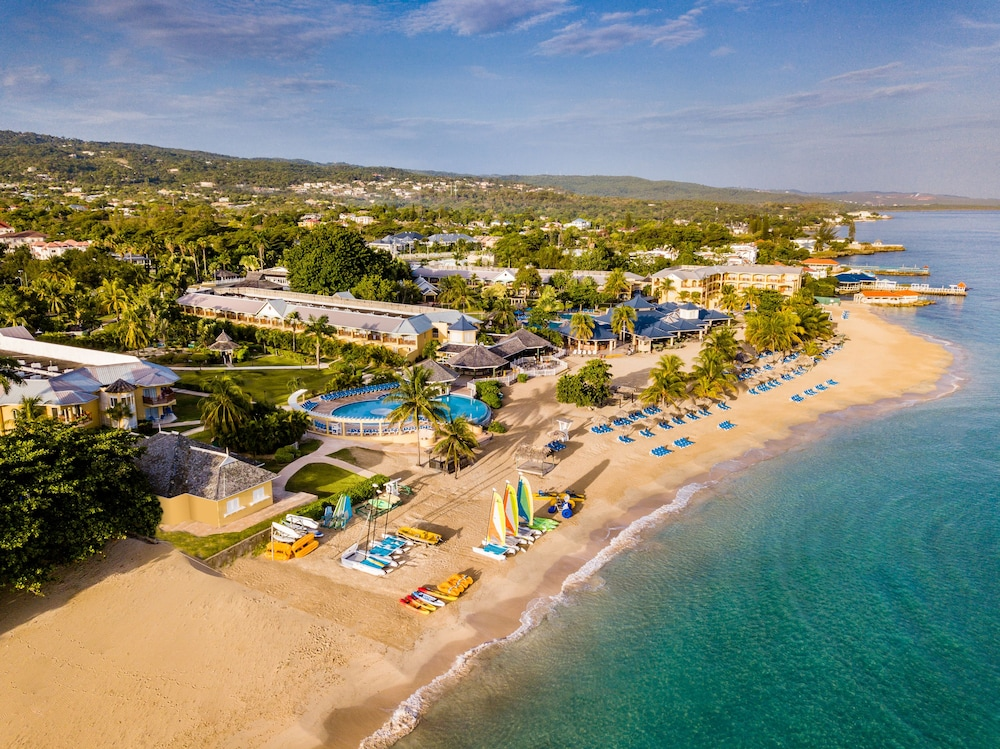 Jewel Runaway Bay Beach & Golf Resort – All Inclusive