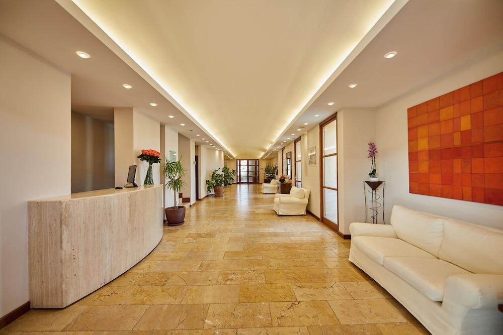 Pula Suites Boutique Resort