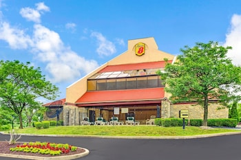 Super 8 by Wyndham Fort Mitchell Cincinnati Area in Fort Mitchell, Kentucky